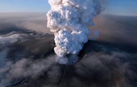 Вулканы – одна из тех природных стихий, которая неподконтрольна человеку.